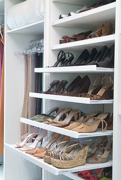 Uitschuifbare schoenenkast