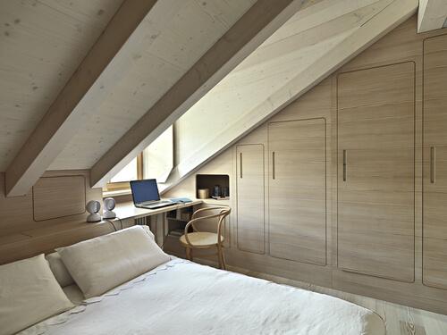 Zolderkamer met dakkapel