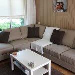 Binnenkijken bij Anouk in Heerenveen: beige woonkamer