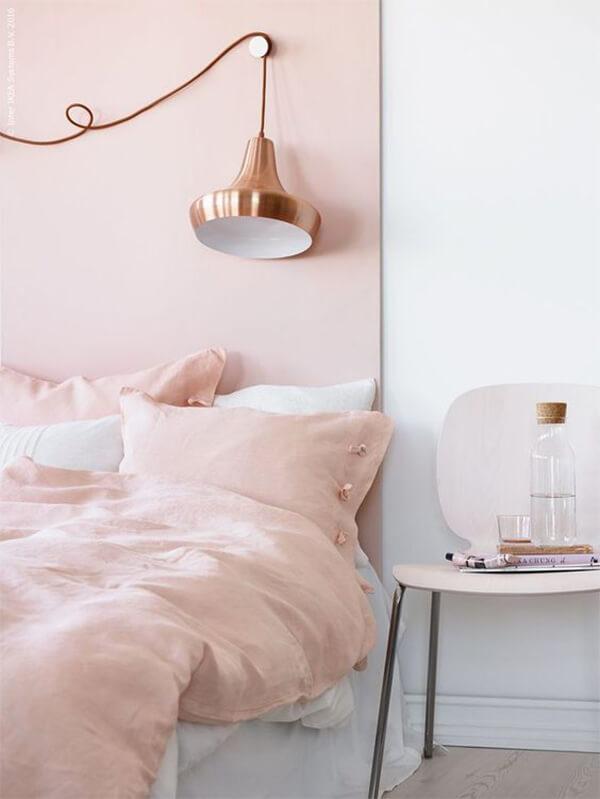 Kleur in huis: roze bed