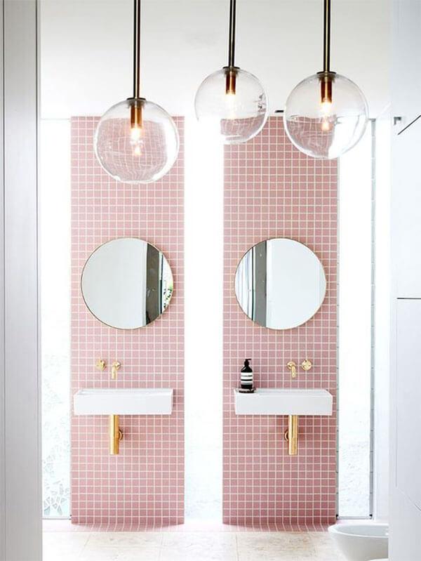 Kleur in huis: roze tegels
