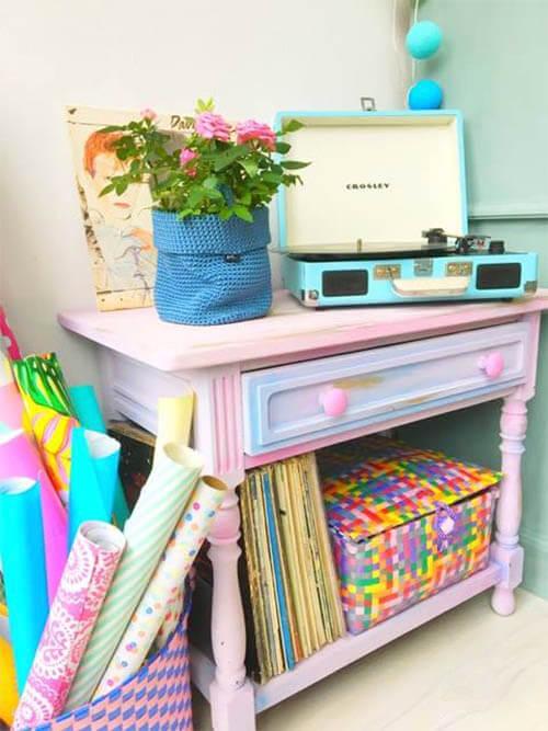 Kleurrijke meubel make-overs: wandtafel