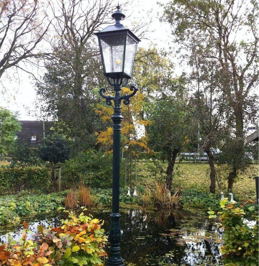 Lantaarnpaal om de tuin te verlichten