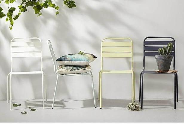 Eenvoudige stapelstoelen