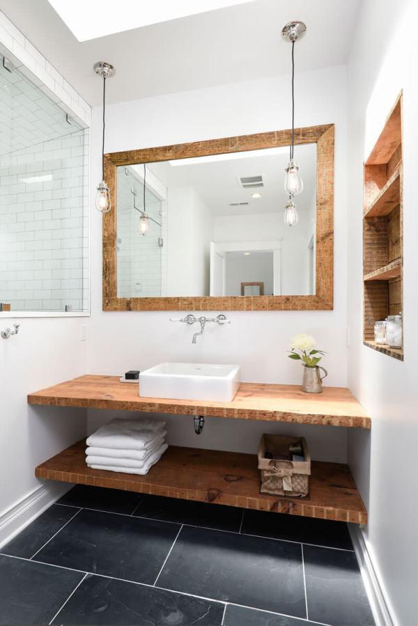 Badkamer met hout 25 prachtige voorbeelden ik woon fijn for Houten lambrisering in de badkamer