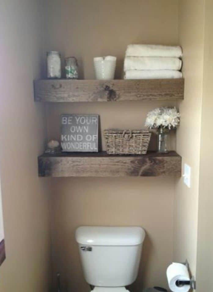 Houten planken boven wc