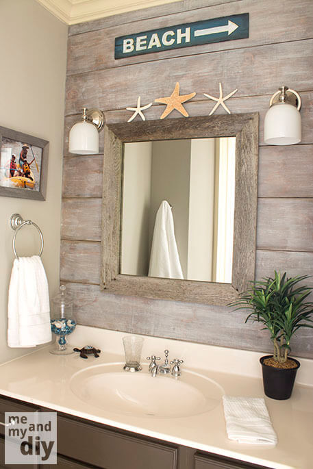 Houten spiegel en achterwand