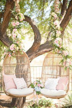 Romantische hangstoelen