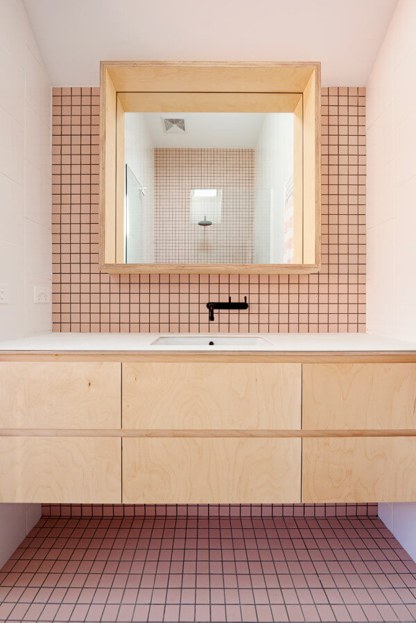 wit houten badkamer