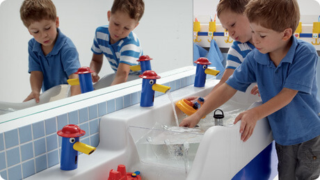 Kinder sanitair in de badkamer
