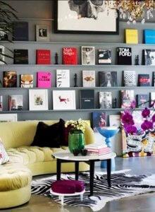 koffietafelboeken aan de muur