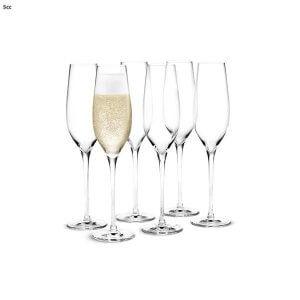 buiten eten champagneglazen