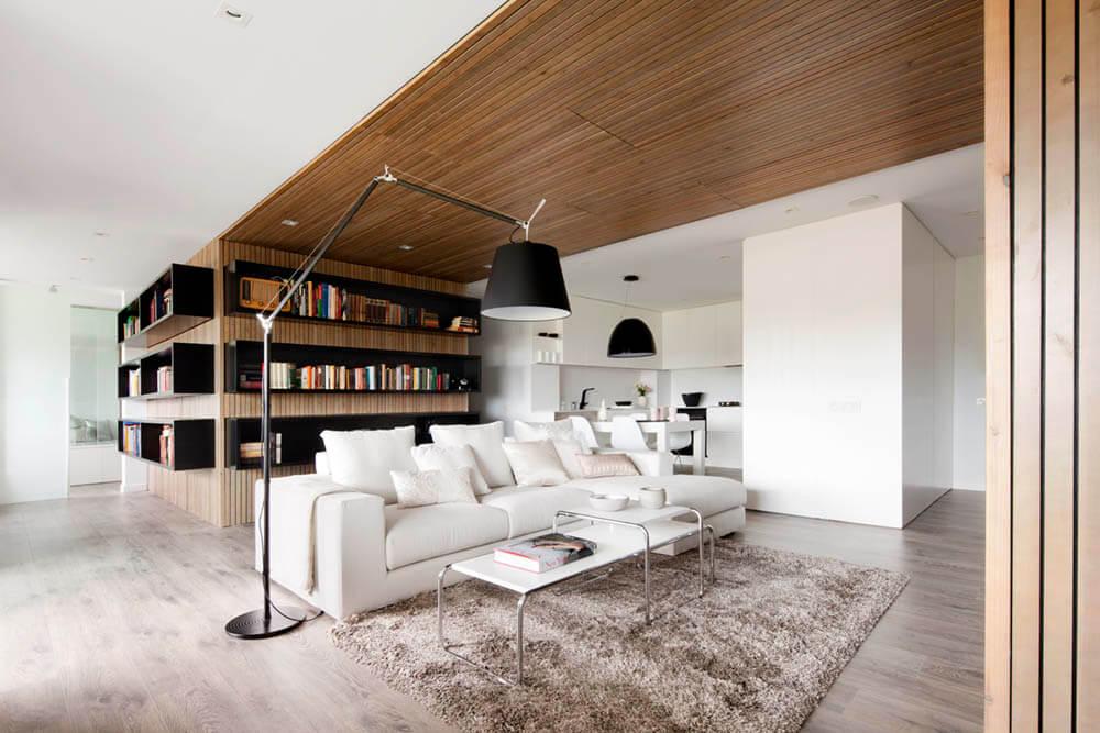 wit houten plafond woonkamer