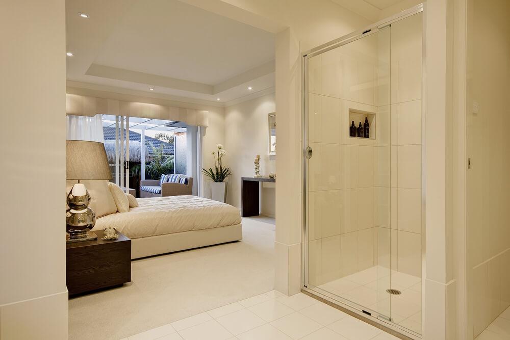 Badkamer ensuite. Zo vanuit bed de douche in! | Ik woon fijn