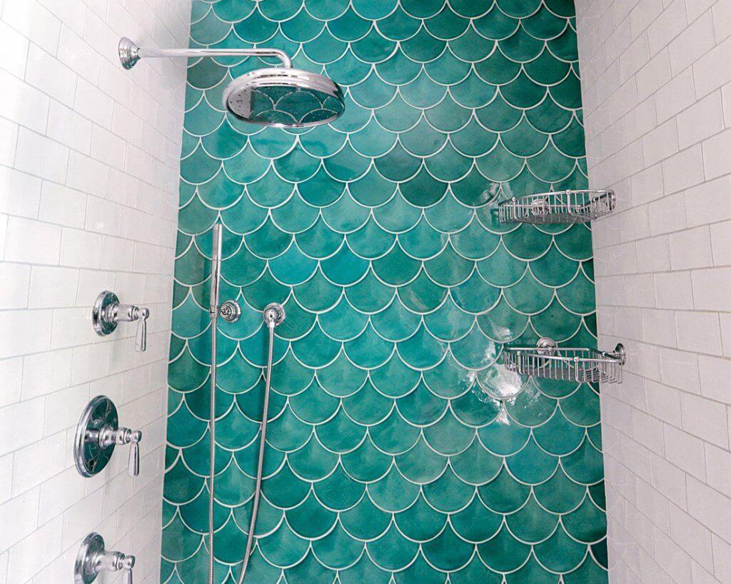 Marokkaanse 'fish scale' badkamer