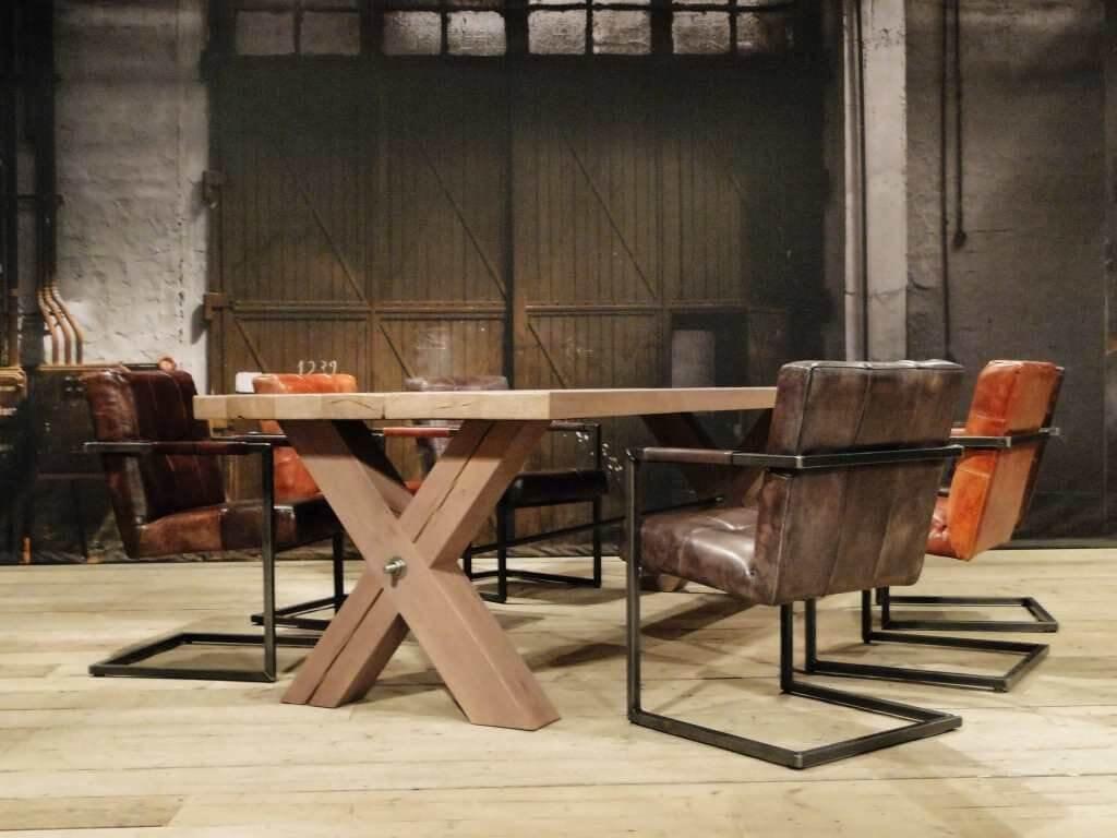 Houten tafel industrieel