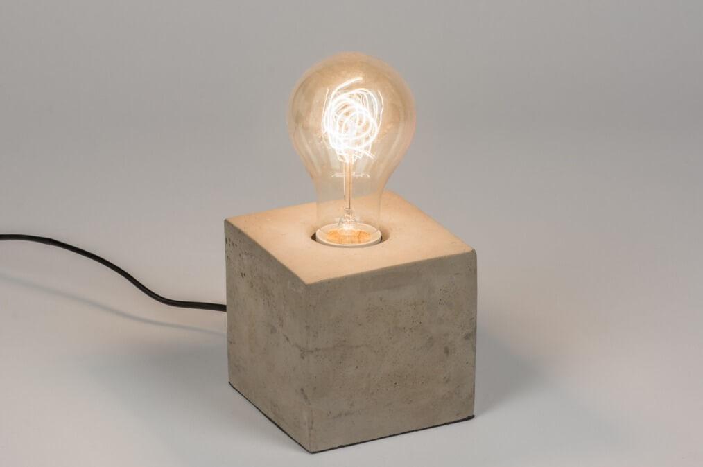 gloeilamp tafellamp beton vierkant