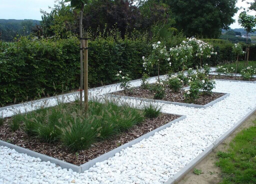 Grind of siersplit in de tuin tips voor aankoop en aanleg ik woon fijn - Maak een grind steegje ...