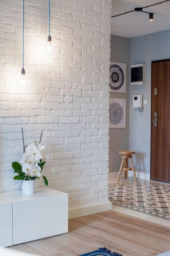 bakstenen muur wit