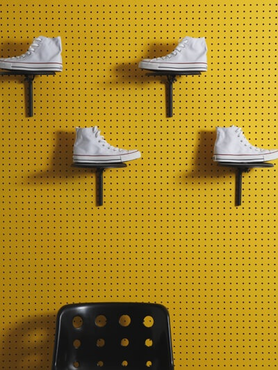 pegboard schoenen showen