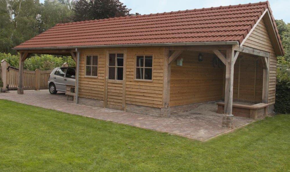 Tuinhuis met veranda en carport