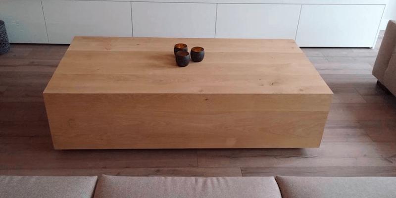 Blokvormige houten salontafel