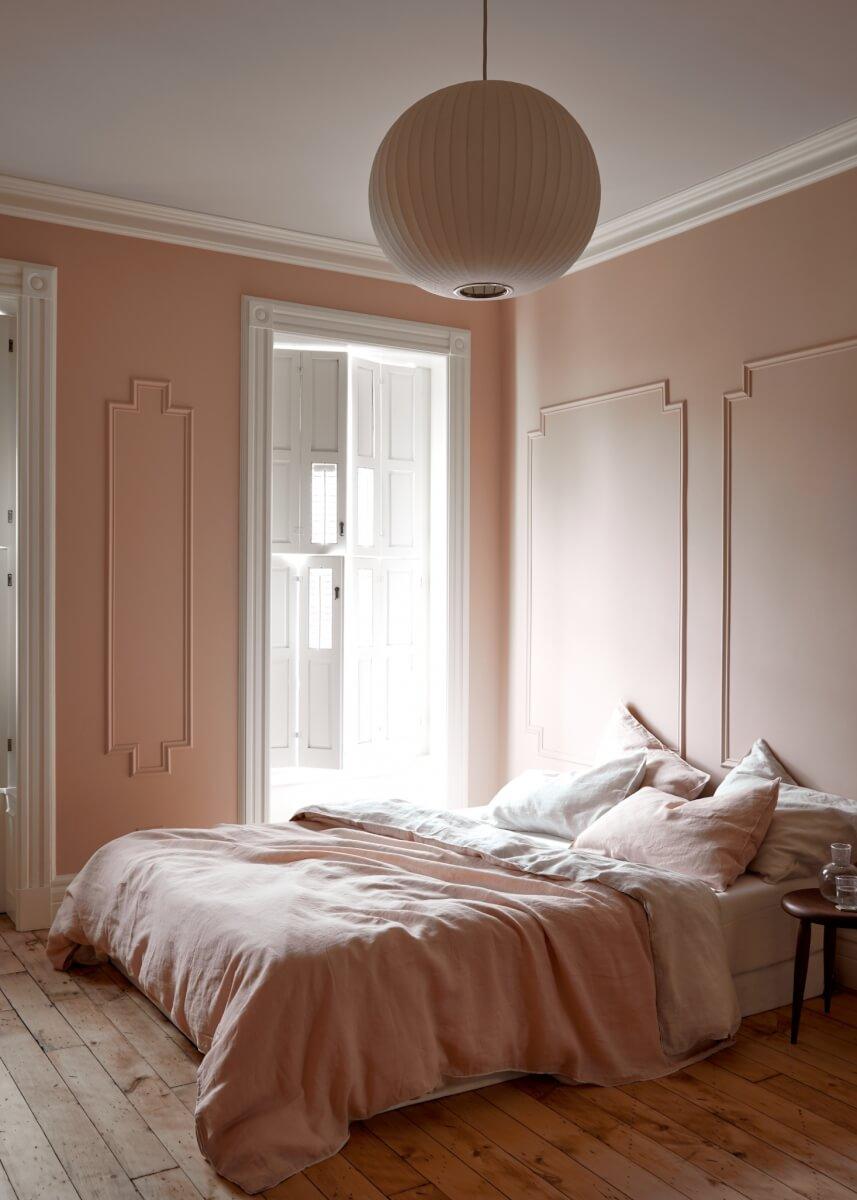 monochroom slaapkamer roze