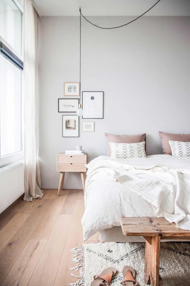 slaapkamer houten bankje