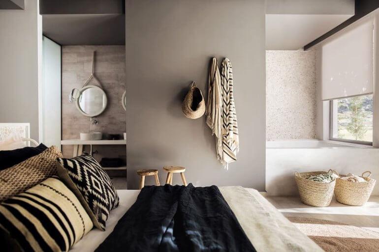 monochroom slaapkamer aardetinten
