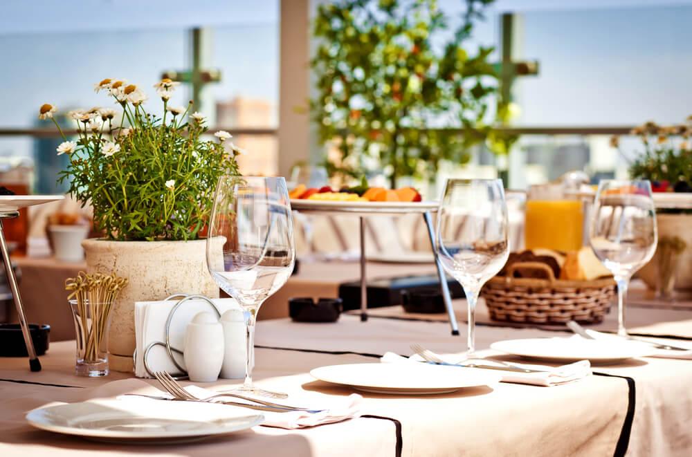 natuurlijke tafelsetting