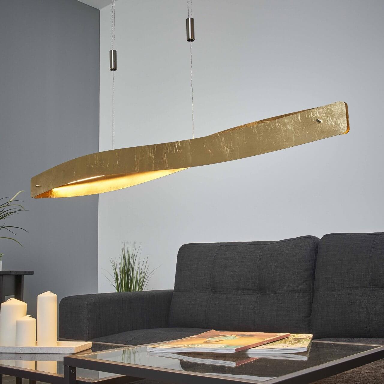 grote plafondlamp met goudbeslag