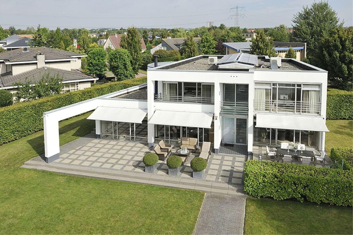 Witte villa almere