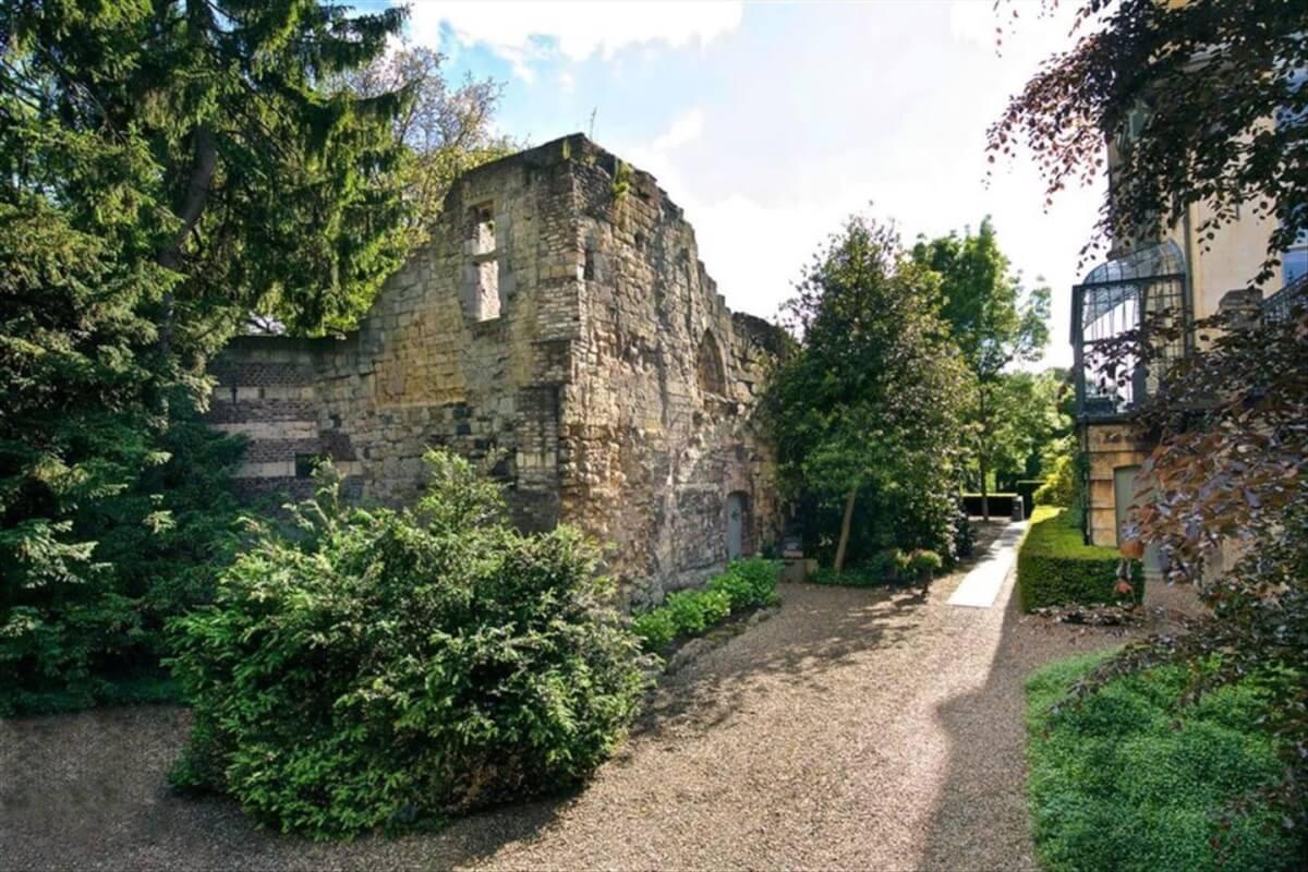 Ruine van kasteel gronsveld