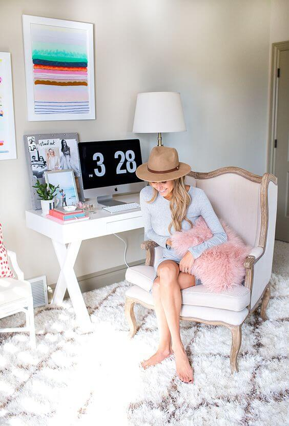 Roze home office