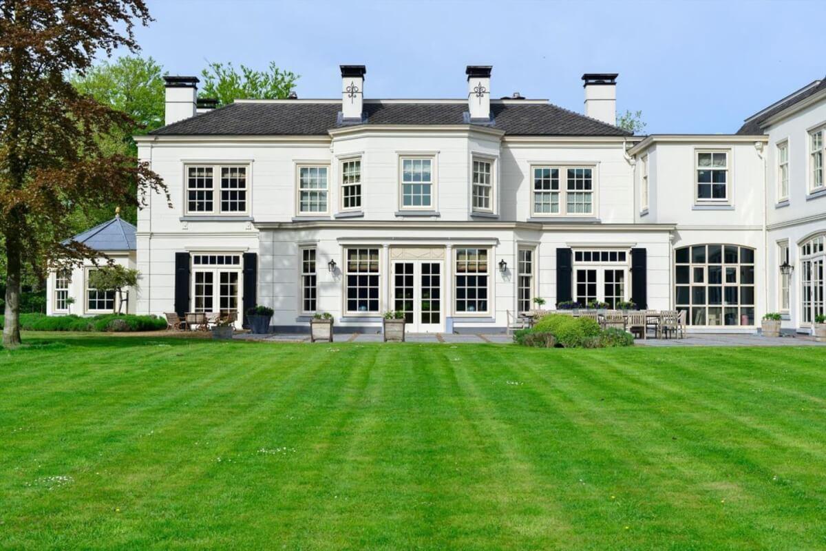 Luxe villa in s graveland