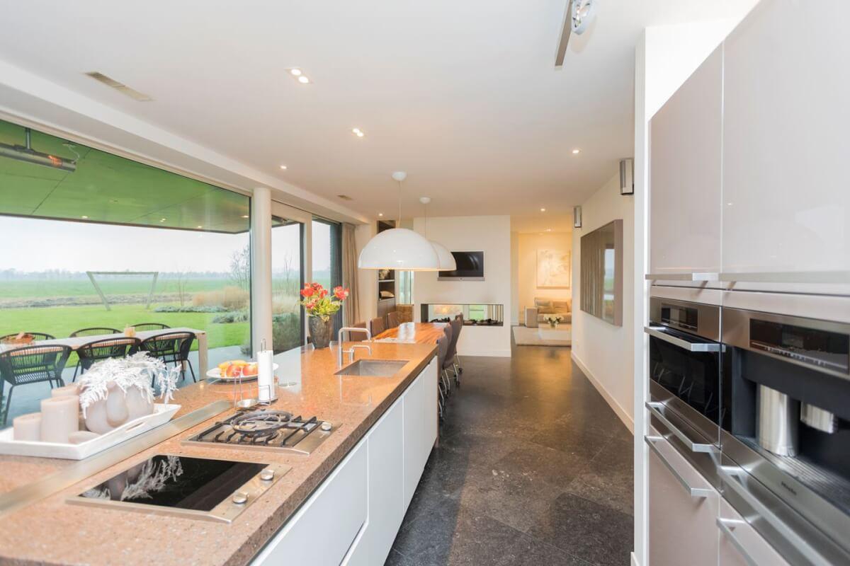 Woudrichem keuken met uitzicht