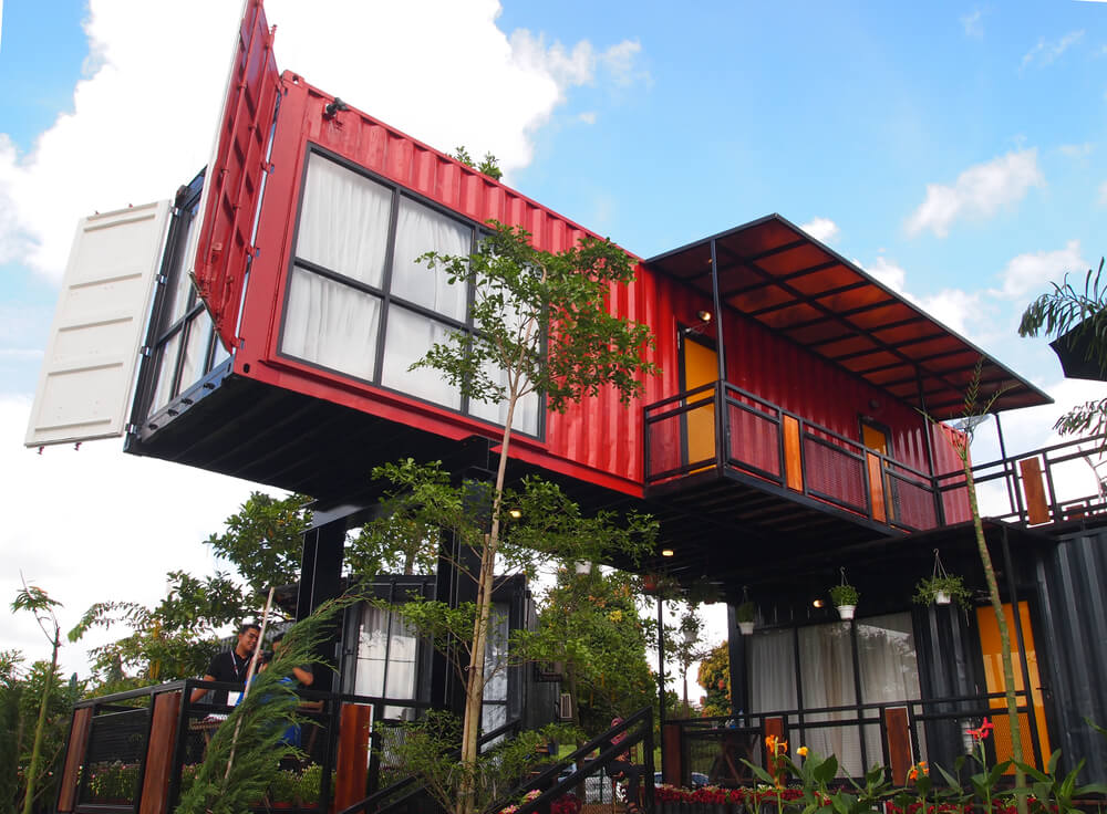 Containerwoning in de lucht