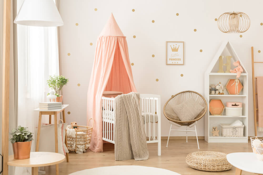 Roze accessoires babykamer