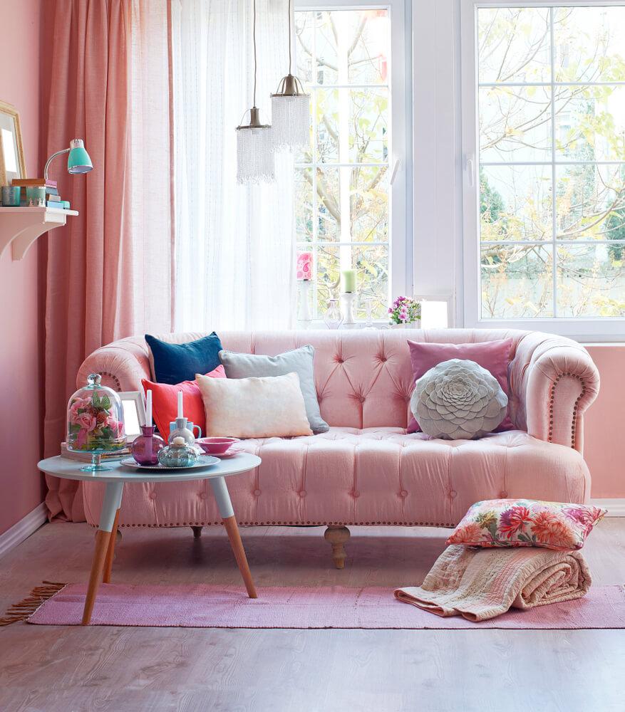 Licht roze fluwelen bank