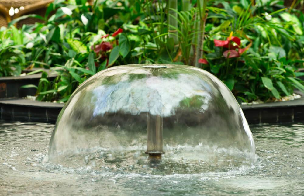 Kleine fontein voor vijvers