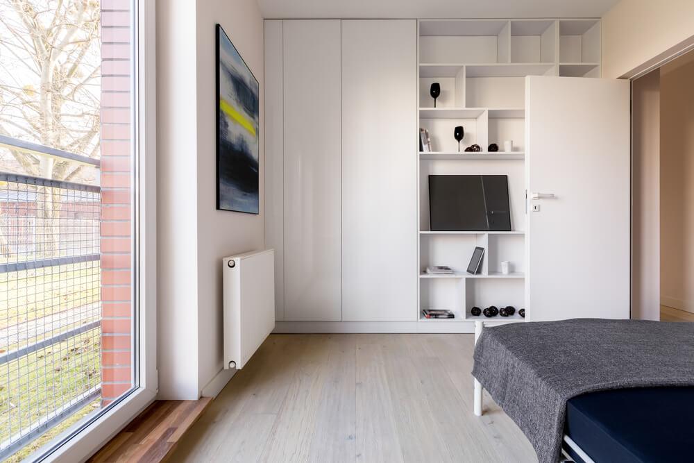 Hoge inbouwkast slaapkamer