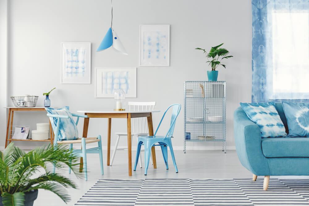 Pastelkleuren in de woonkamer: pastelblauw en andere voorbeelden