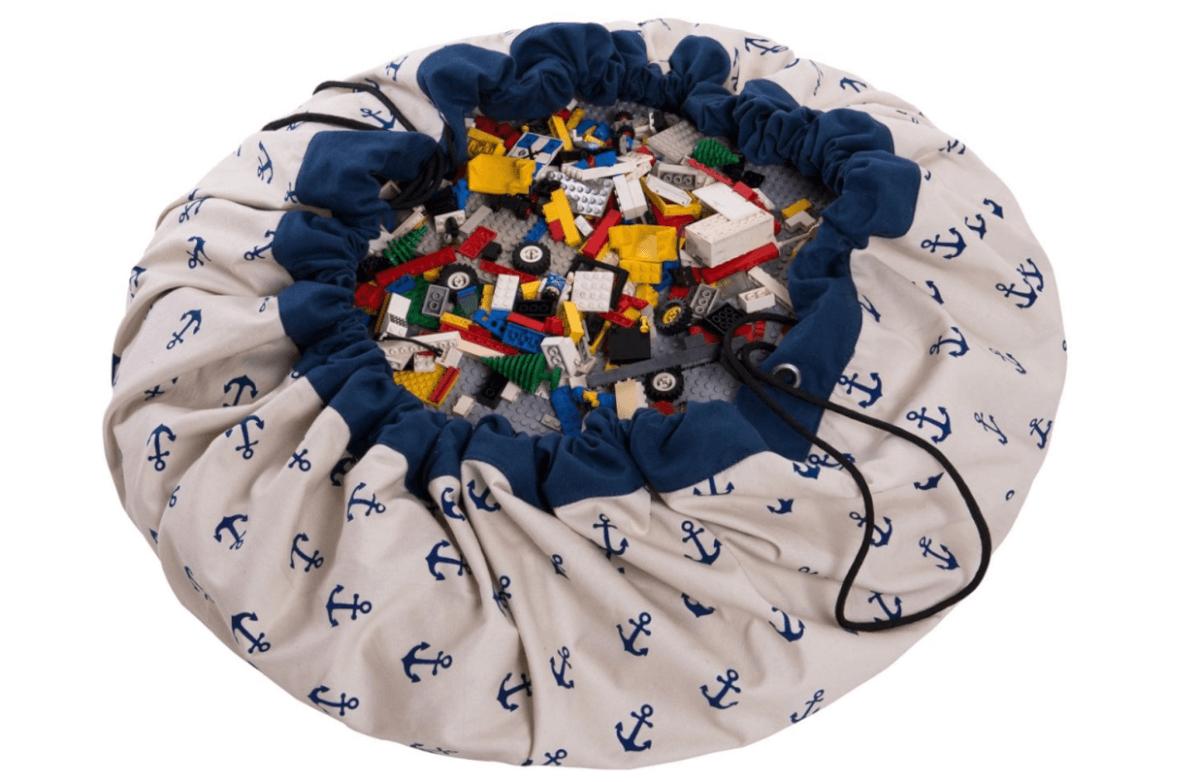 Super handig: een speelgoedmat voor spelen en opbergen