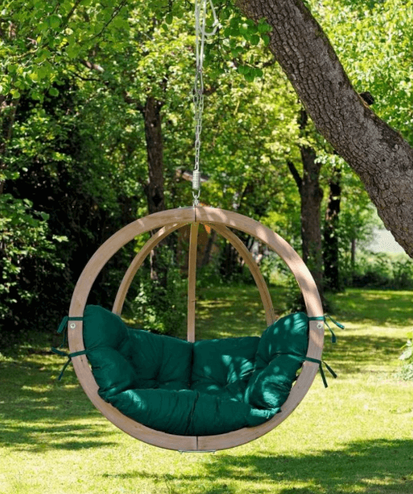 Bijzondere houten hangstoel