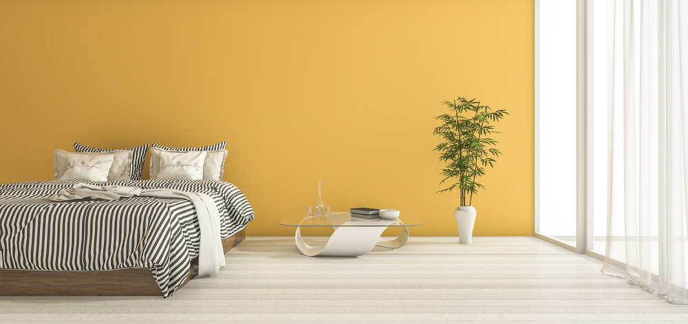 Mooi: in de slaapkamer geel op de muur