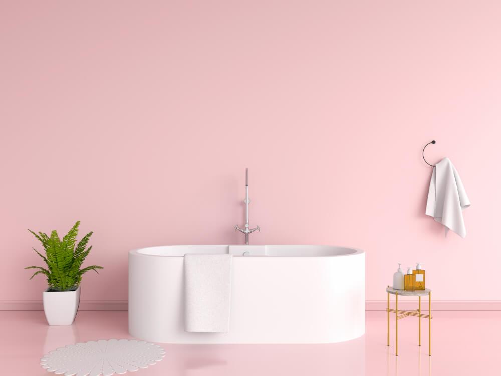 De mooiste voorbeelden: roze op de muur in de badkamer