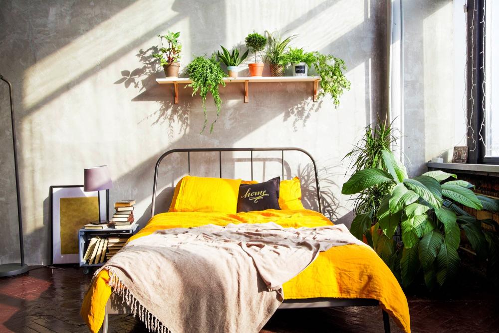 Geel in de slaapkamer: verschillende voorbeelden