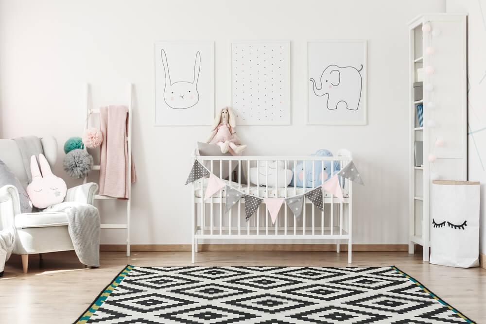 Babykamer accessoires aan de muur: schilderijen en andere tips