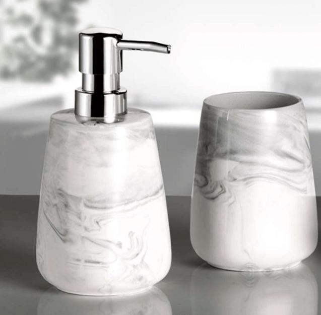 Zeeppompje badkamer marmer