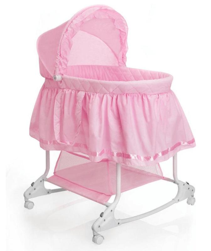 Opvallende roze wieg voor de babykamer